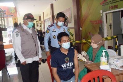 laksanakan-vaksinasi-ke-2-karutan-pekanbaru-dapat-cegah-penularan-antara-wbp-dan-petugas