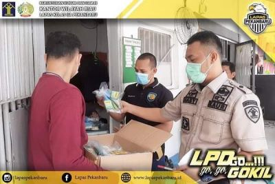 lapas-pekanbaru-beri-peralatan-prokes-untuk-wbp-sebagai-dukungan-program-pemerintah